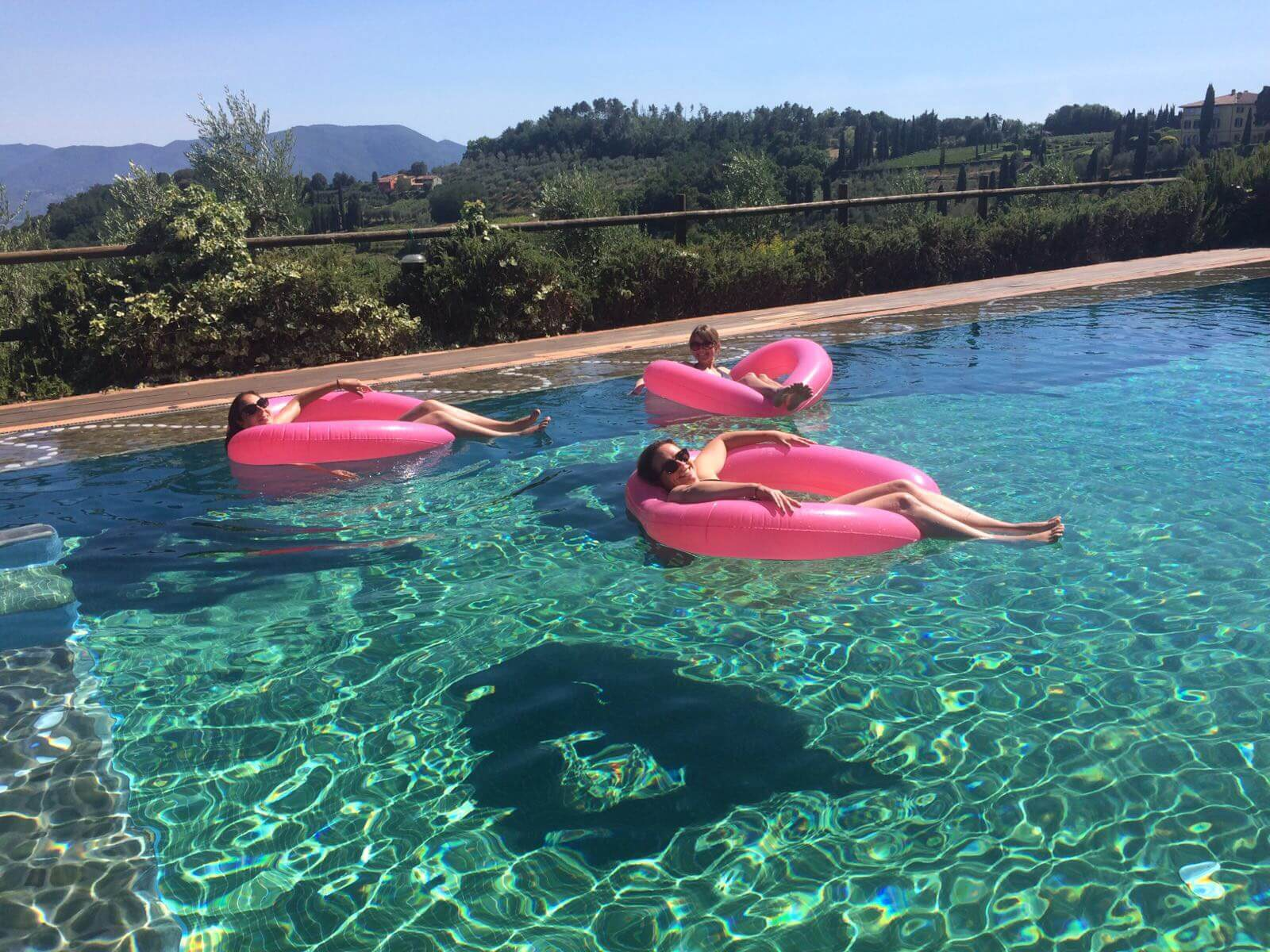 Il Borghino Retreat Centre - Pool Time Relaxing in inflatable love hearts