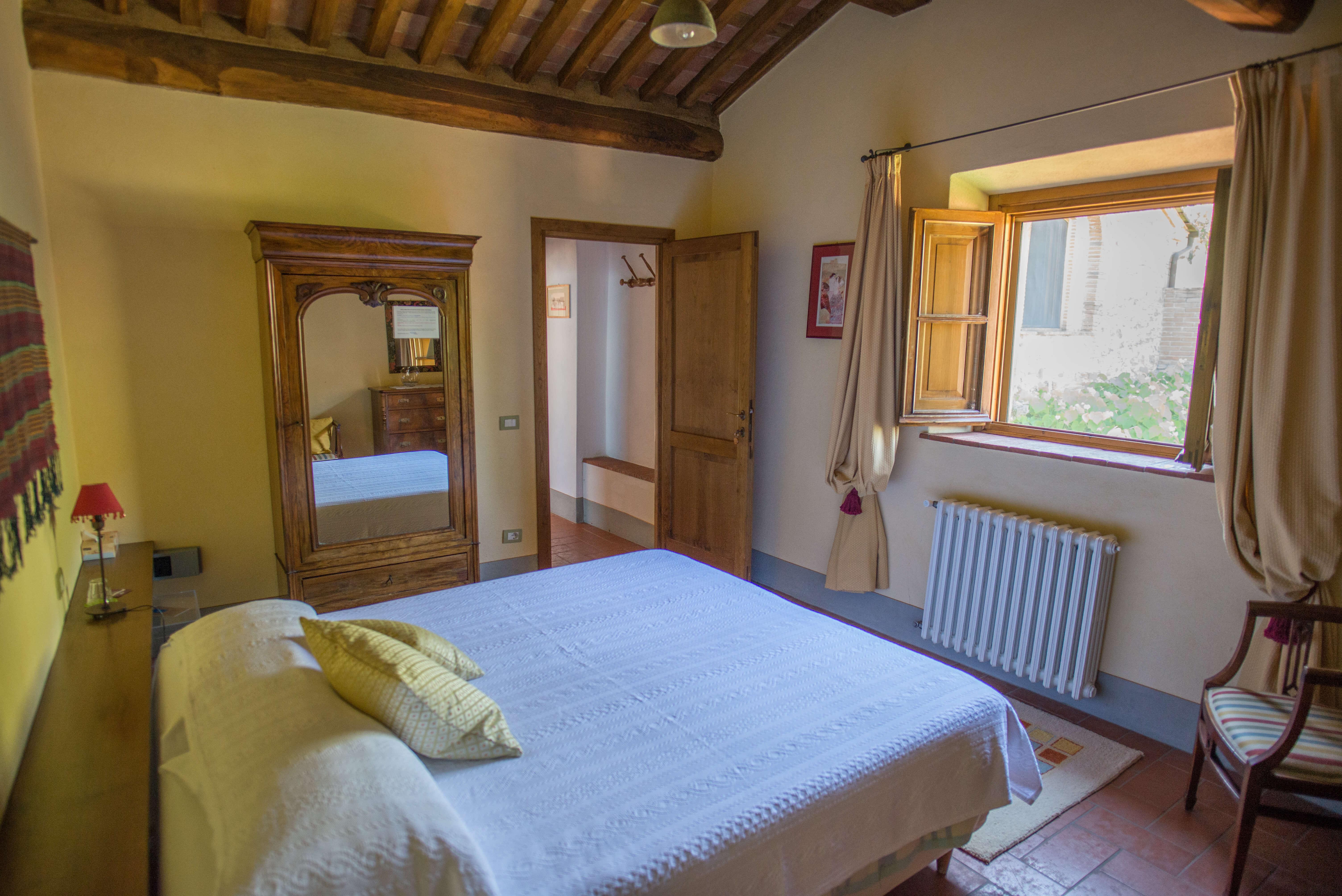 Il Borghino Retreat Centre - room with double bed called I Nespoli - Gialla. Yoga Retreat Italy