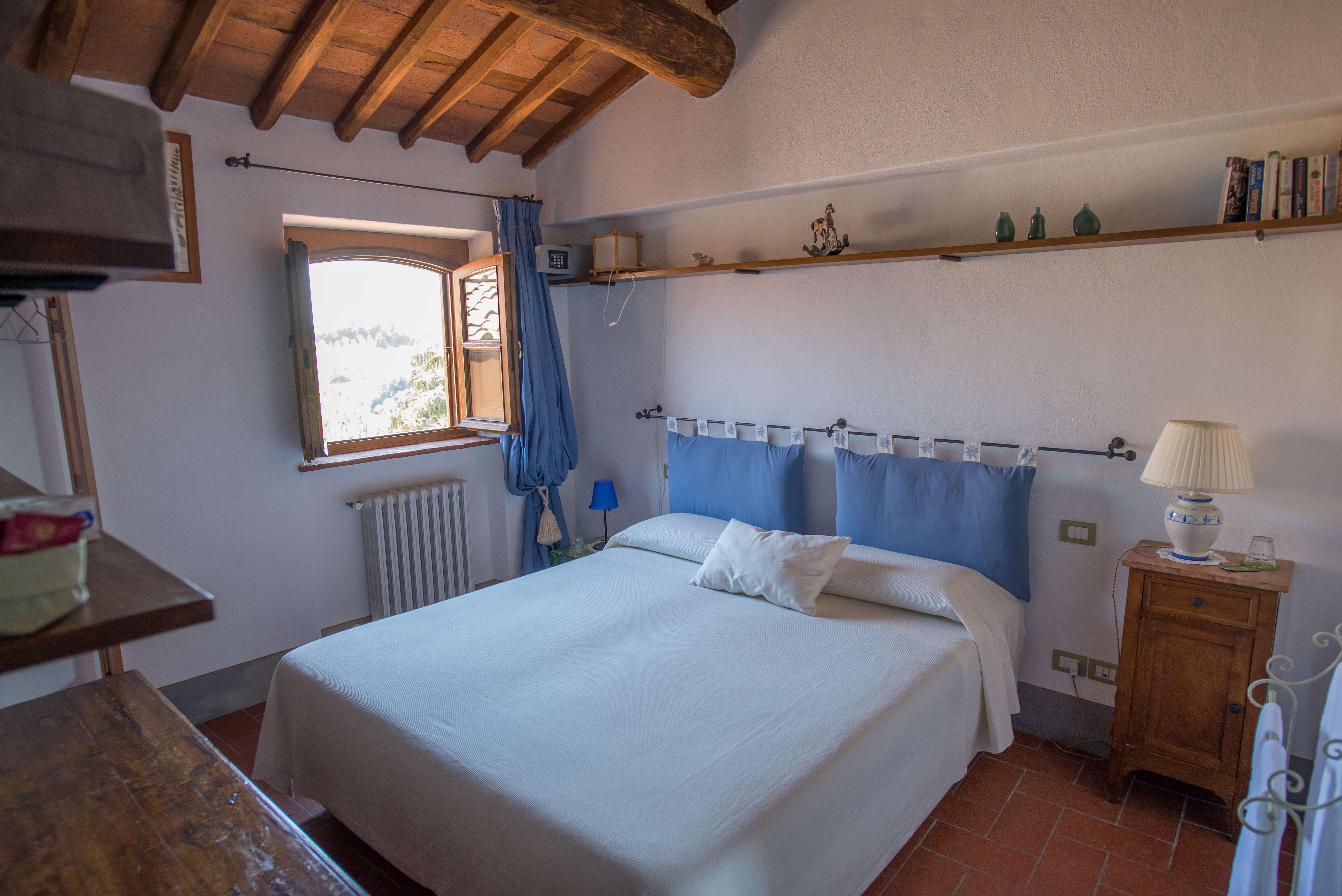 Il Borghino Retreat Centre - twin bed or double room in the house called Il Melograno - Azzurra. Yoga Retreat Italy